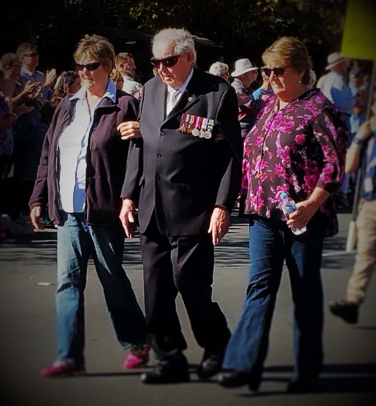 adelaide_anzac_day_two_women_old_soldier